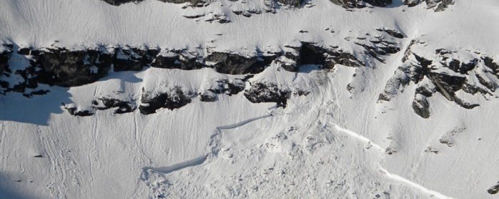 Salvamont Arges avertizeaza despre pericolul de avalansa din Fagaras