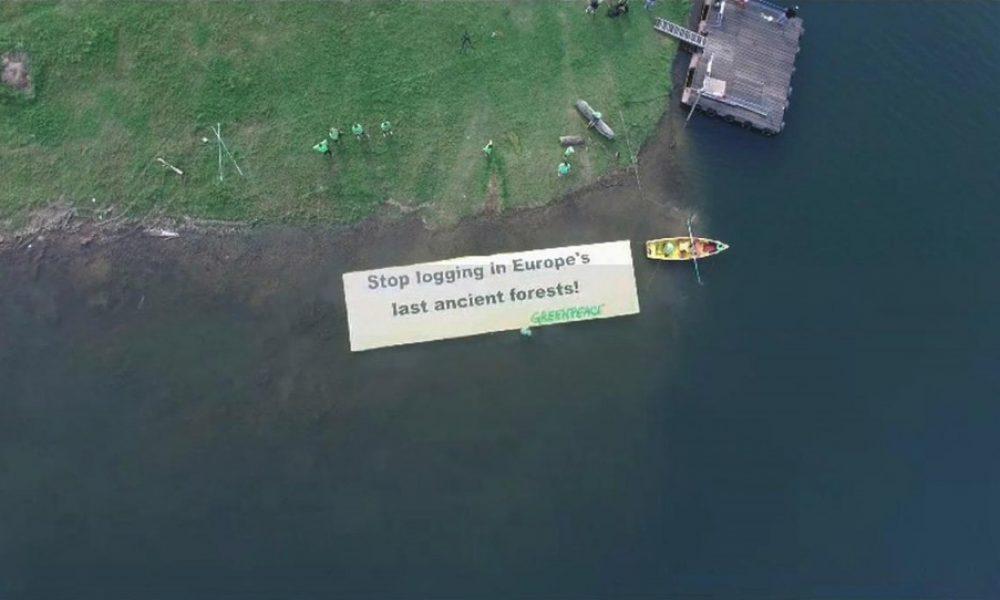 Protest inedit al Greenpeace pe Lacul Vidraru